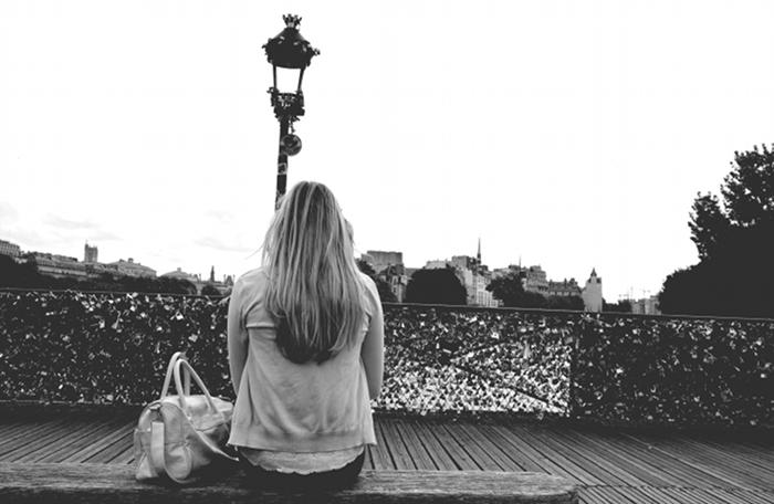 camille photoshoot paris pont des arts noir et blanc
