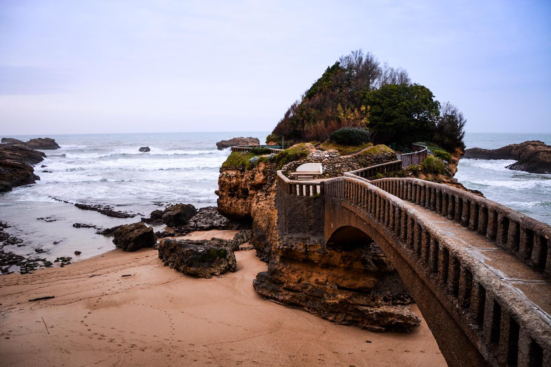 ocean biarritz pont rochers ilot paysage promenade cote basque