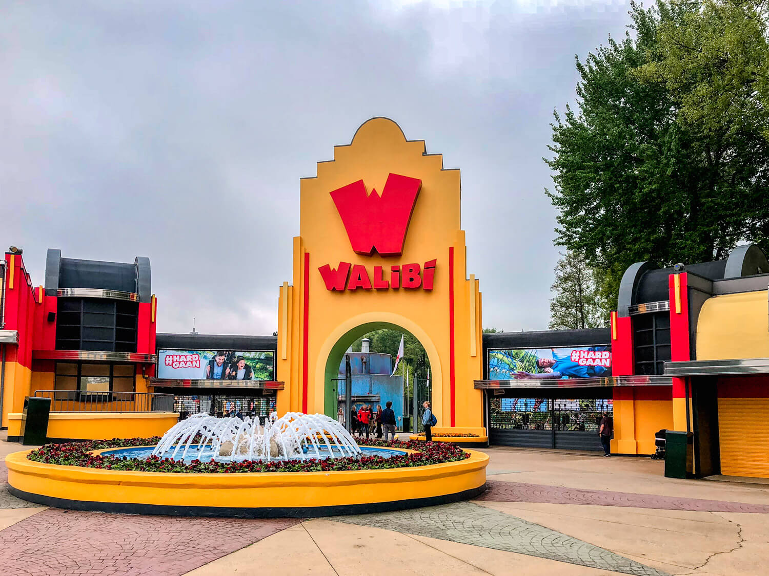 walibi holland entree main street pays-bas parc attractions