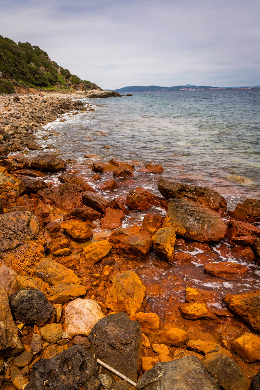capo arco roche argile orange promenade mer