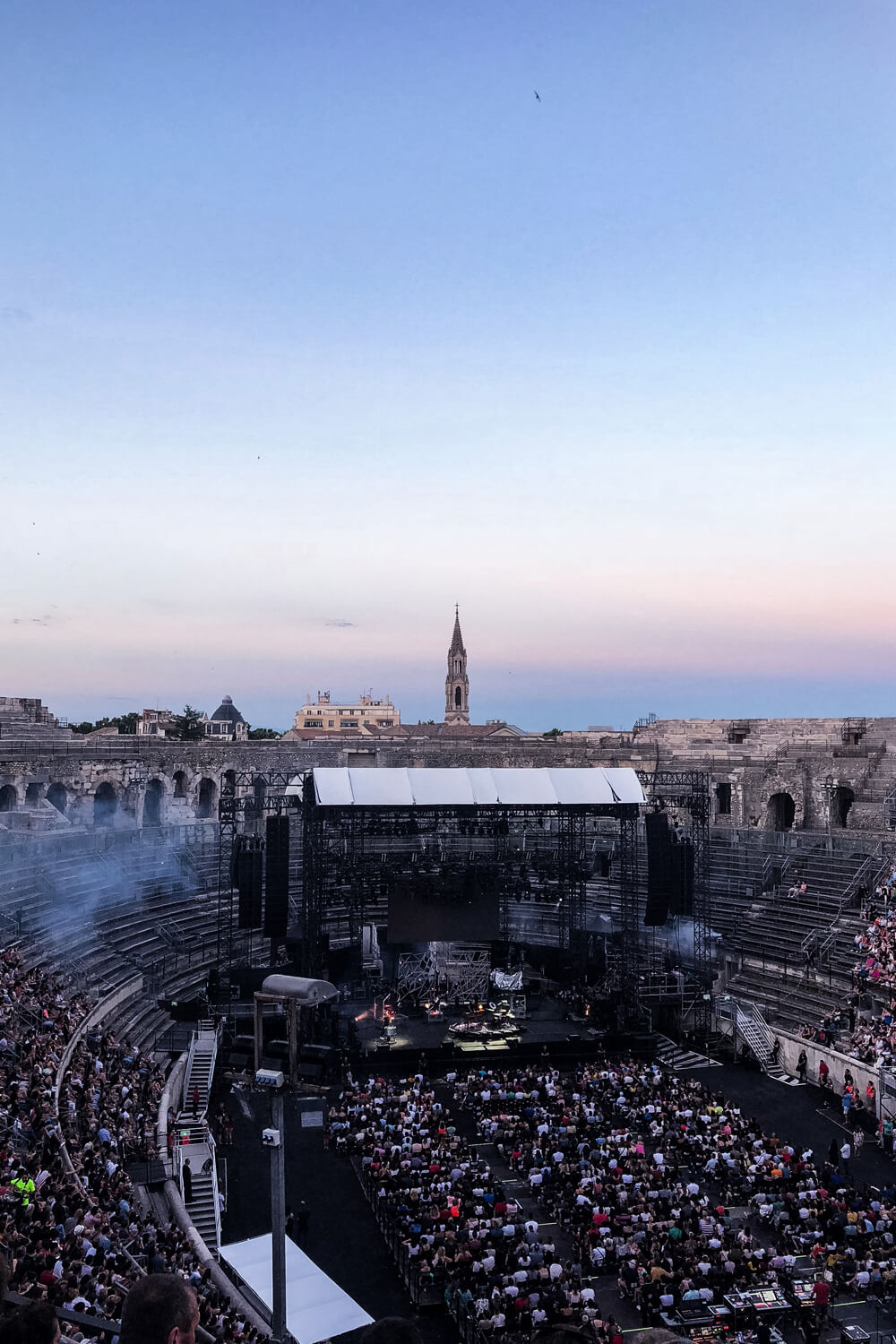 arenes nimes concert cats on trees foe